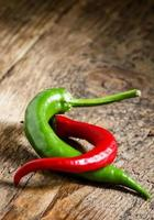 rode en groene chili pepers foto