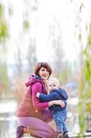 moeder met haar zoon foto