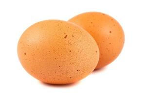 twee bruine eieren foto