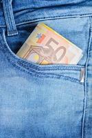 eurobankbiljetten in een zak foto