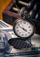 tijd is geld, vintage stijlkleur. foto