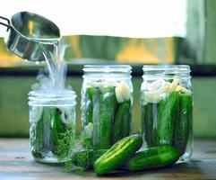 ingeblikt komkommersproces. foto