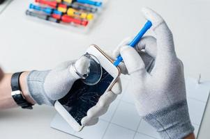 proces van reparatie van mobiele telefoons foto