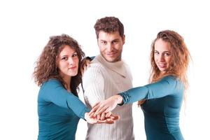 jongeren met handen op stapel foto