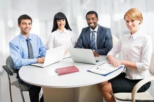 groep van gelukkige mensen uit het bedrijfsleven