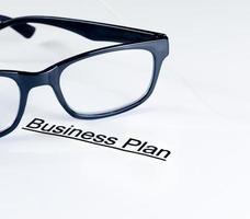 businessplan woorden dichtbij glazen, bedrijfsconcept