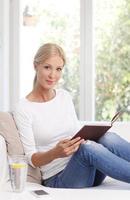 vrouw portret lezen foto