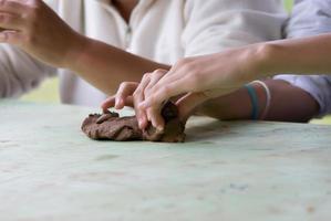 handen van de beeldhouwer foto