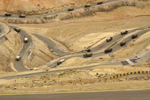 zigzag weg, leh srinagar snelweg, ladakh, jammu en kashmir, india foto