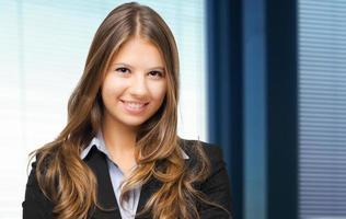 Glimlachende zakenvrouw foto