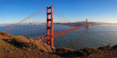 golden gate bridge bij zonsondergang foto