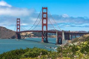 de golden gate bridge in de baai van san francisco foto