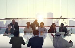 mensen uit het bedrijfsleven ontmoeten stadsgezicht team concept foto