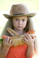 jong meisje met oosterse ventilator foto