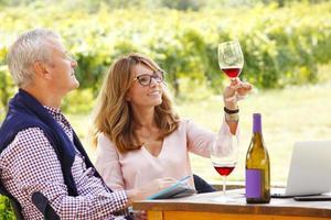 werken bij wijnmakerij foto