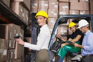 magazijn team werken tijdens drukke periode