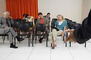leidinggevenden slapen tijdens seminar foto