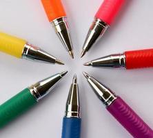 fluorescerende pennen in cirkel foto