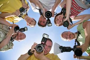 zes vrienden met camera's foto