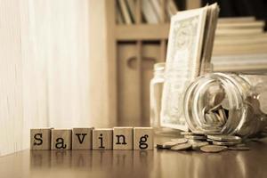 geld besparen en extra inkomen, sepia toning foto