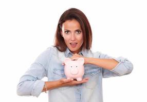 modieuze Latijns-dame met haar roze huis financiën foto