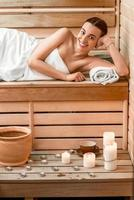 vrouw in sauna foto