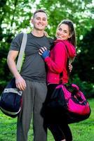 sport paar in het park foto