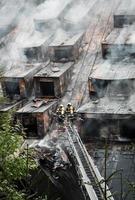 brandweerman op ladder foto