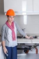 betrokken loodgieter vast sanitair foto
