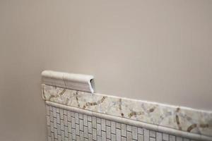 nieuwe installatie van keramische tegels
