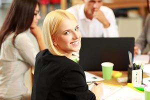 portret van een glimlachende zakenvrouw foto