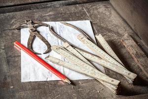 oude traditionele timmermanshulpmiddelen.