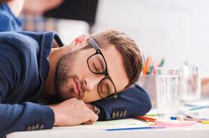 slapen op het werk. foto