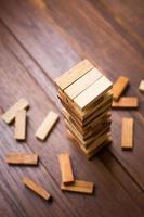 houtblok toren spel voor kinderen. foto