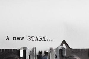 nieuwe startslogan op papier foto