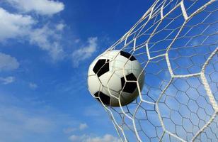 close-up van scoren in een voetbalwedstrijd foto