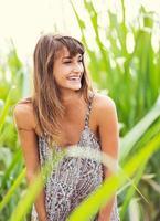 mooie vrouw die lacht, lacht, mode levensstijl foto