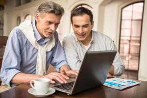 zakenlieden in café foto