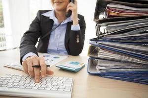 werkende vrouw in het kantoor
