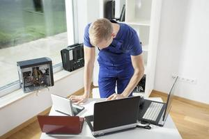 computer technicus foto