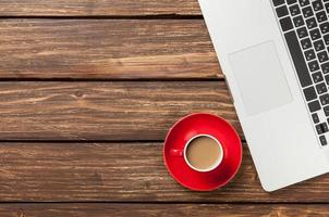 kopje koffie en laptopcomputer foto