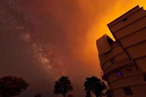 astronomie door vuur foto