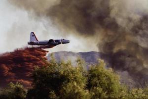 wildvuur luchttanker foto