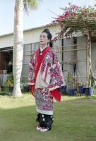 vrouw in okinawa foto