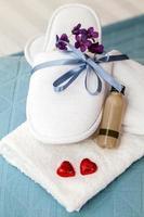 spa-slippers en shampoo foto