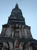phra dat tha uthen pagode in nakhon phanom, thailand foto
