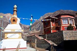 boeddhistische gompa en klooster in muktinath, nepal foto