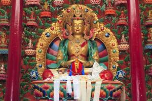 interieur van boeddhistisch klooster, circa mei 2011, ladakh, india