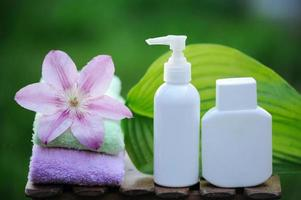 spa-behandeling met natuurlijke crèmes en oliën foto