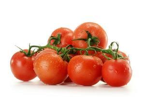 tomaten die op wit worden geïsoleerd